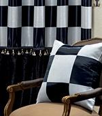 広幅 - 遮光カーテンか)チェス(ブラック)