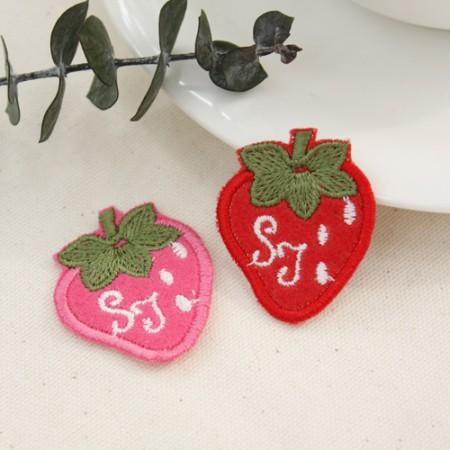 縫製式ワペン)イニシャルイチゴ(2種)